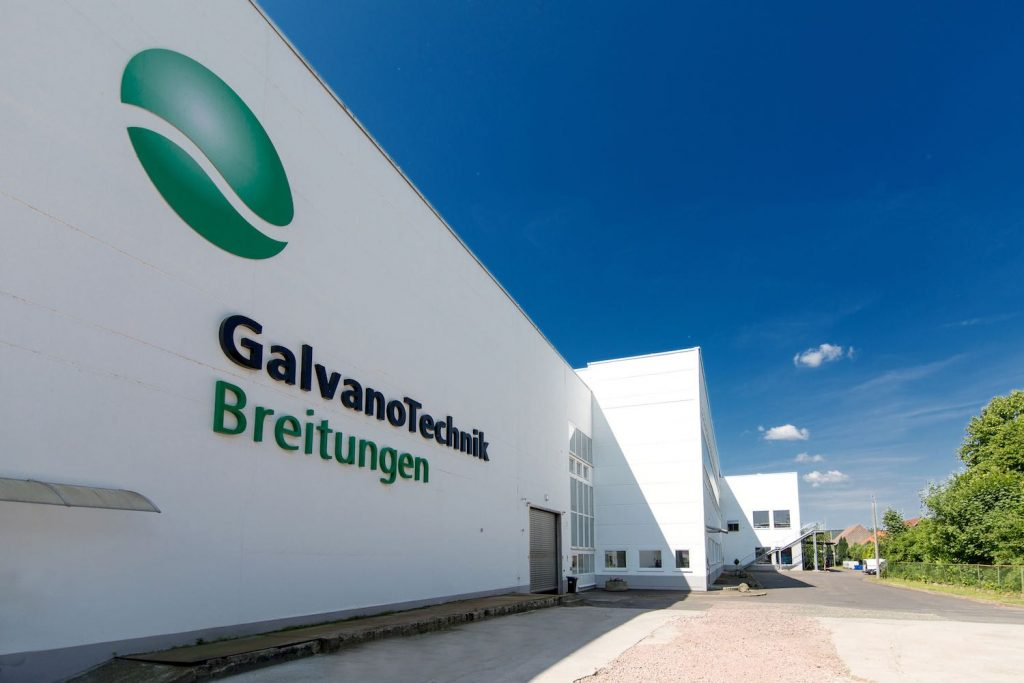 GalvanoTechnik Breitungen Kunststoffgalvanik Gebäude Außenansicht mit Logo